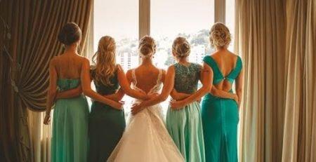Trajes e vestidos para madrinhas de casamento