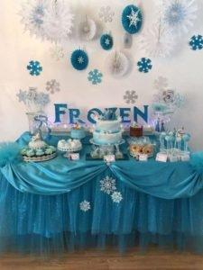Decoração de festa infantil frozen - Mesa do bolo