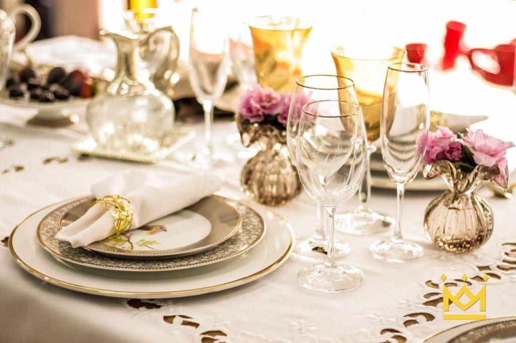 Mesa posta pratos e taças - Grupo Meseiras de Brasília